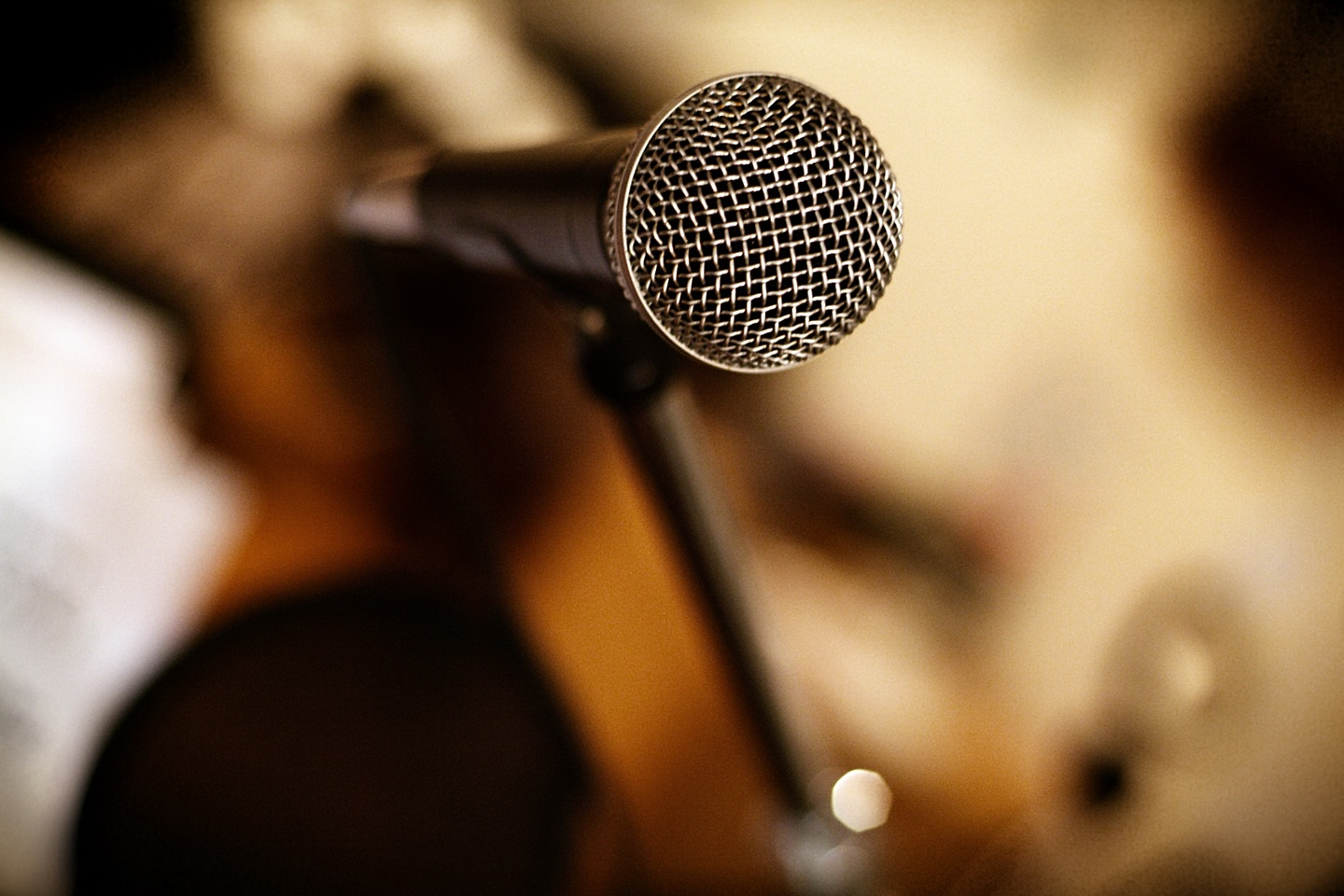 Speaking: How to Use A Microphone